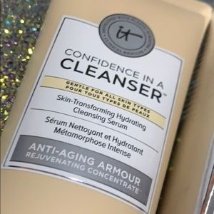IT COSMETICS full size confidence in a cleanser